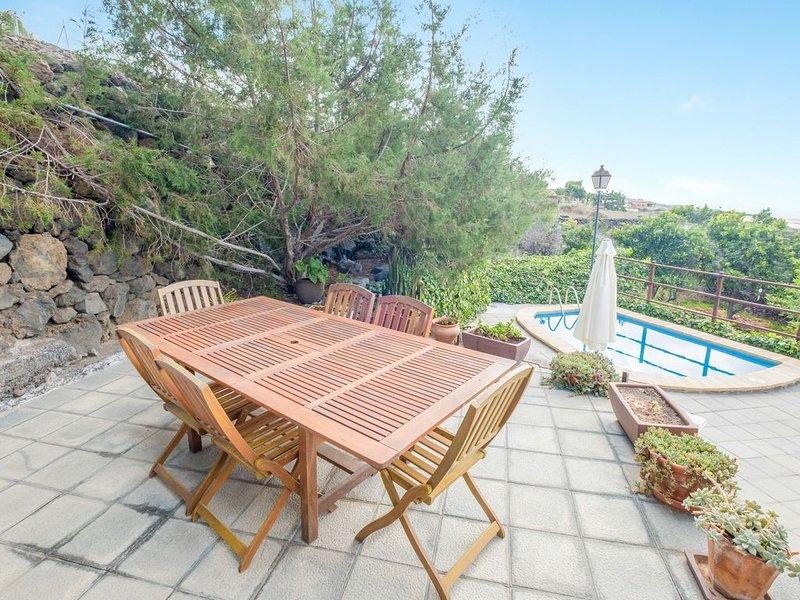 Landhaus 'La Casita del Viejo' mit Bergblick, Meerblick, Wi-Fi, Terrasse, Garten, holiday rental in Chio