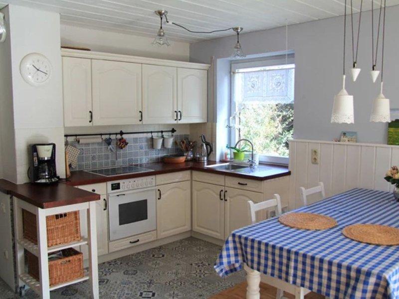 Gemütliche Wohnung Chiemgau Idyll mit Bergblick, WLAN, Garten und Terrasse; Park, vacation rental in Ubersee