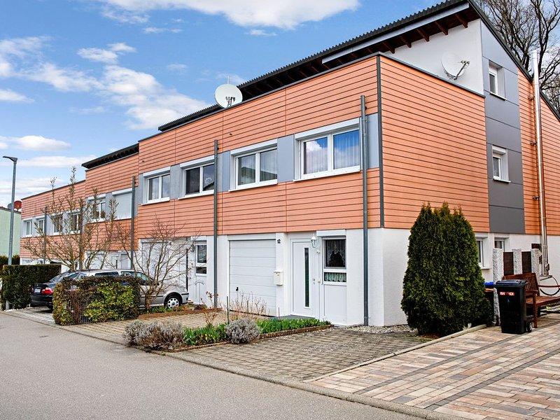 Ferienhaus 'Sei glücklich am Bodensee' mit WLAN, Balkon, Terrasse und Garten; Pa, holiday rental in Neuhausen am Rheinfall