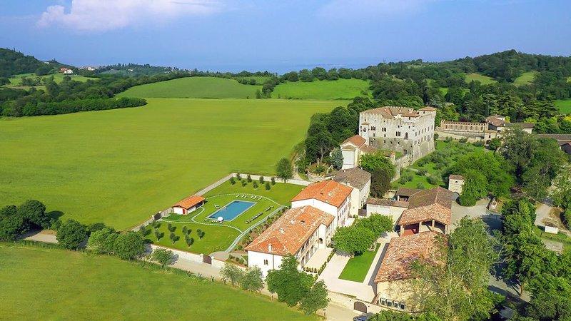 IL BORGO DI DRUGOLO ein Schloss-Resort der besonderen Art am Gardasee, Ferienwoh, vacation rental in Botticino