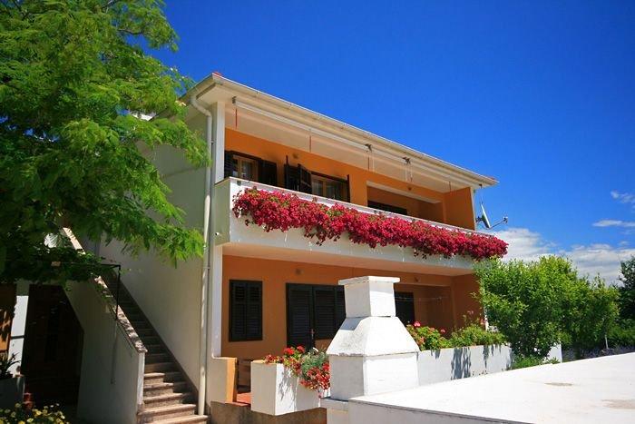 Charmante Ferienwohnung mit Balkon - Apartment Capic Boris, location de vacances à Jurandvor