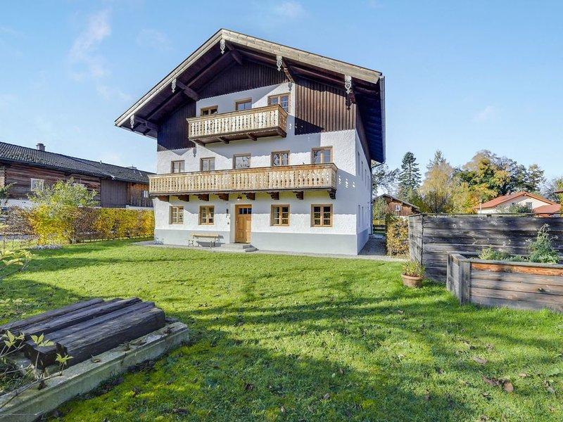 Charmante Ferienwohnung Kneissel mit Blick auf die Berge, WLAN, Garten,Terrasse, holiday rental in Bad Endorf
