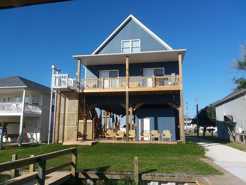 Water Lovers Paradise! New 6 br 4 ba  boat ramp and dock on canal. Near ocean, location de vacances à Holly Ridge