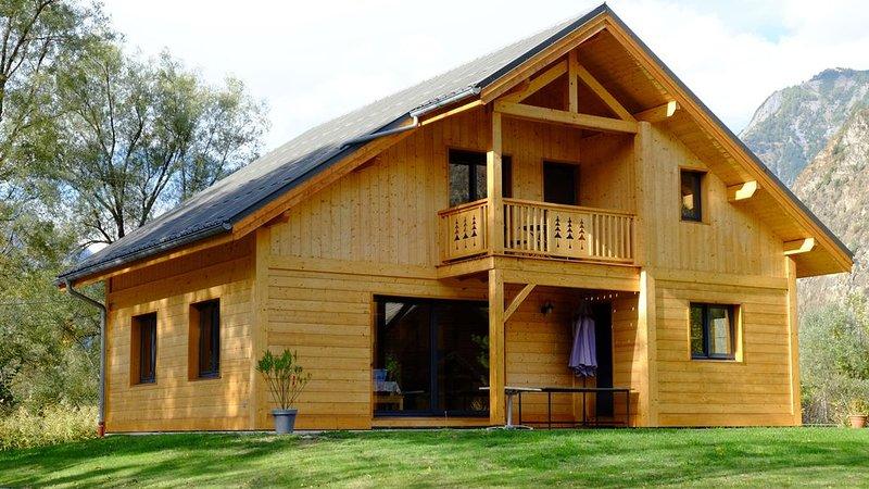 NOUVEAU : Chalet individuel en bois 12 personnes à Bourg d'Oisans / Alpe d'Huez, vacation rental in Le Bourg-d'Oisans