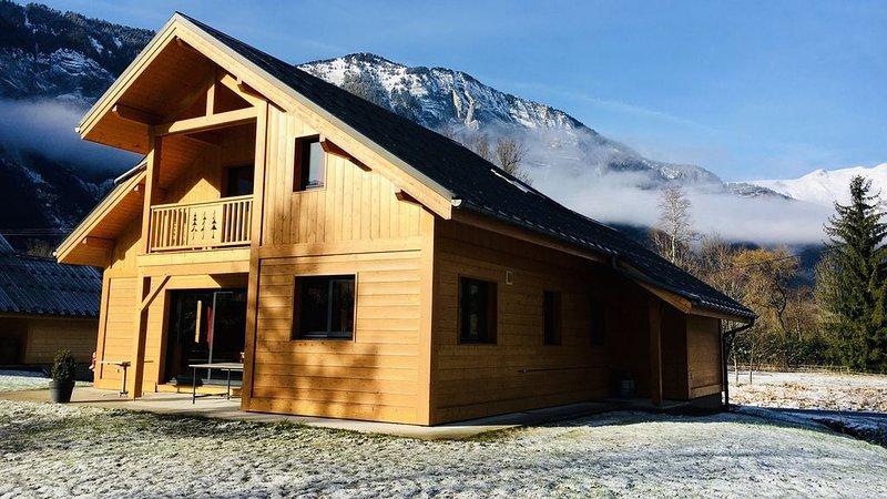 NEW ★ BOURG D'OISANS/ALPE d'HUEZ ★ CHALET Bois & Nature avec vue panoramique, vacation rental in Le Bourg-d'Oisans