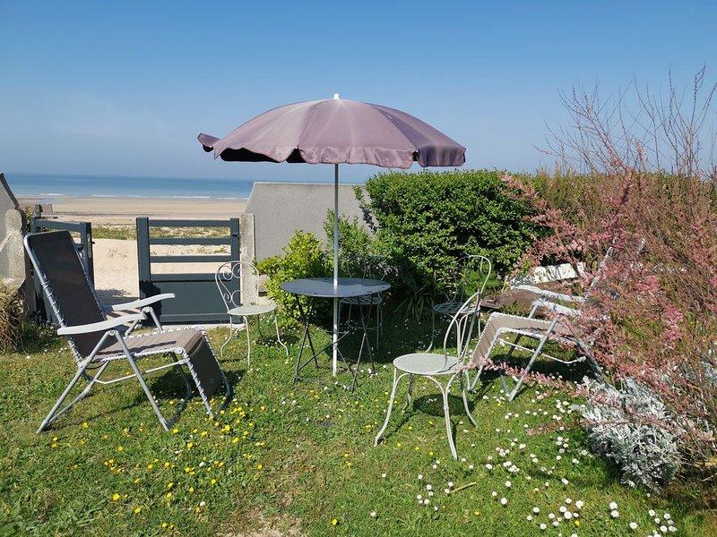 front de mer superbe appartement 3ch, jardin privatif ; accès direct à la plage, Ferienwohnung in Benouville