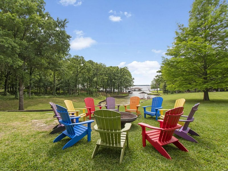 Outdoor living with Beautiful view! Away from it all., holiday rental in Eustace