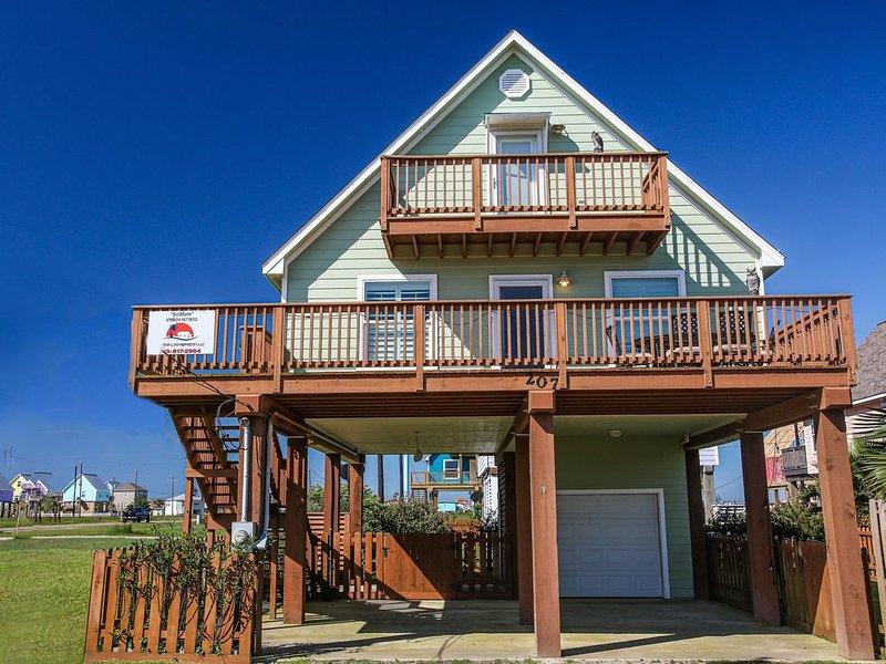 **BEAUTIFUL NEWLY BUILT BEACH HOME. WALKING DISTANCE TO SURFSIDE BEACH**, alquiler vacacional en Surfside Beach