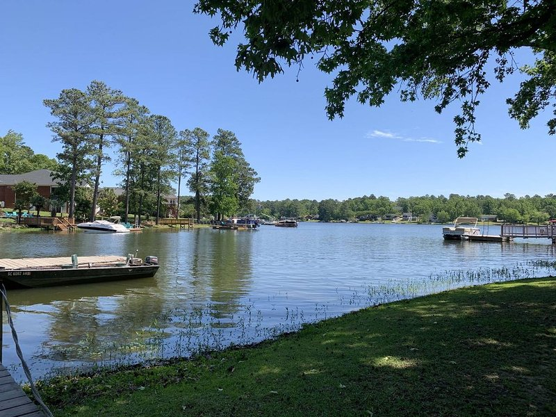 Lake Murray/Chapin - boat ramp and dock on quiet cove, location de vacances à Seven Oaks