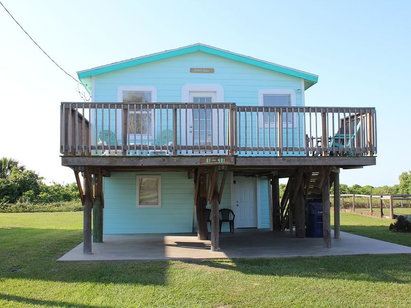 The Beach is Open! Beautiful Beach House w/ Great Gulf Views! Pet Friendly!, location de vacances à Palacios