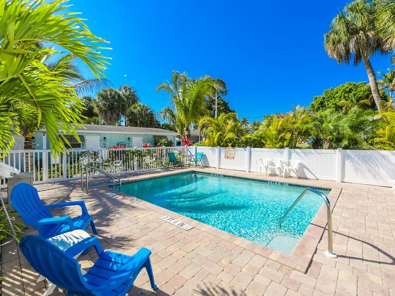 Getaway to AMI in luxury! Perfectly Renovated! Close to Beach!, alquiler vacacional en Anna Maria Island