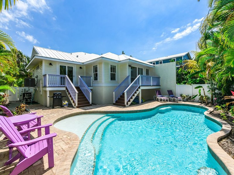 Perfect Summer Vacation Home! Just off the Beach, holiday rental in Holmes Beach