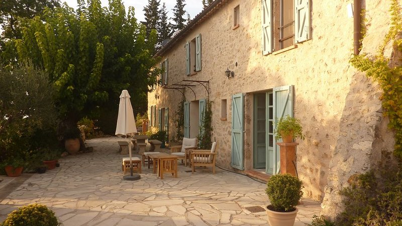 Beautiful Bergerie with an extraordinary view, holiday rental in Tourtour
