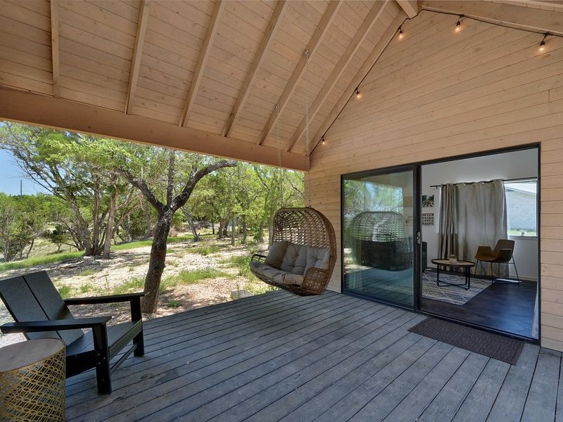 Lucky Arrow Retreat: Breezeway Cabin w/ Hill Country View, vacation rental in Dripping Springs