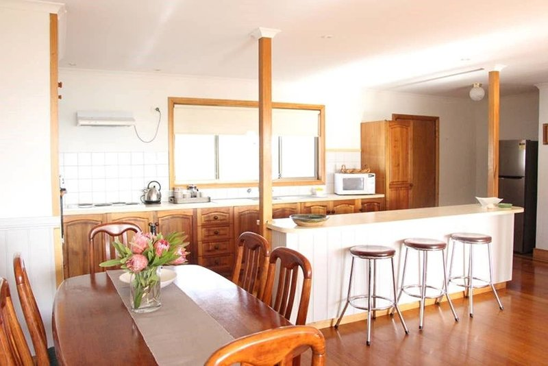 Lazy Wave Beach House, holiday rental in St Helens