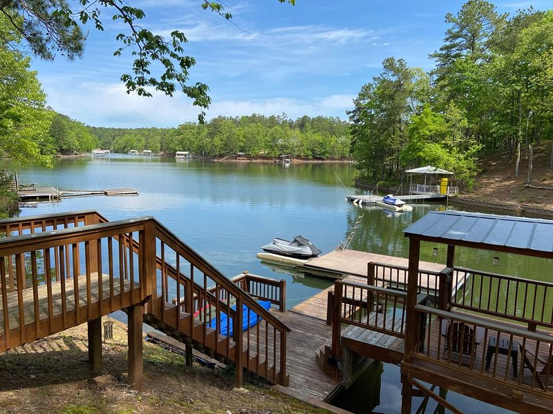 Lovely Quiet Lake Home for Small Groups, holiday rental in Wedowee