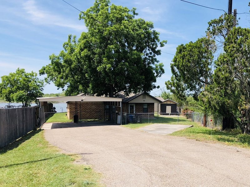Waterfront Fishing Cabin near Lake Corpus Christi State Park *check water level*, holiday rental in Sandia