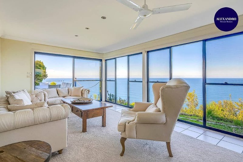 CLIFF TOP HOME // POOL & GAMES, holiday rental in Thirroul