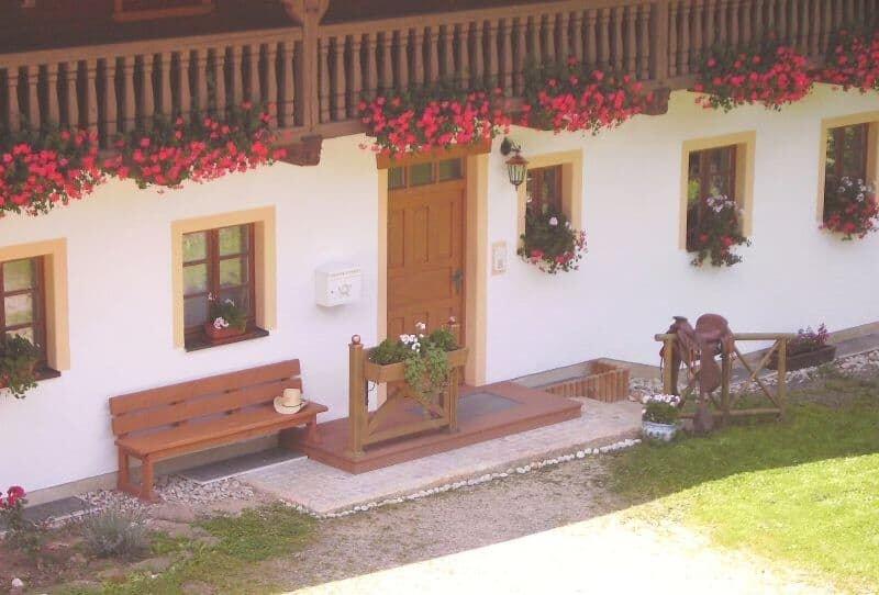 Lichtdurchflutete Ferienwohnung (74 qm) mit Terrasse, vacation rental in Waffenbrunn