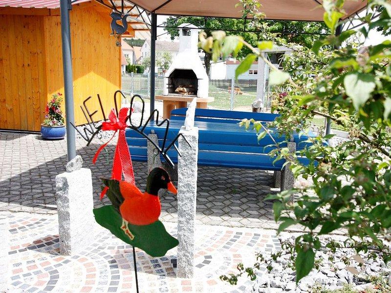 Ferienwohnung Manfred Lohr, (Pfullendorf), LHS04031-Deko im Garten