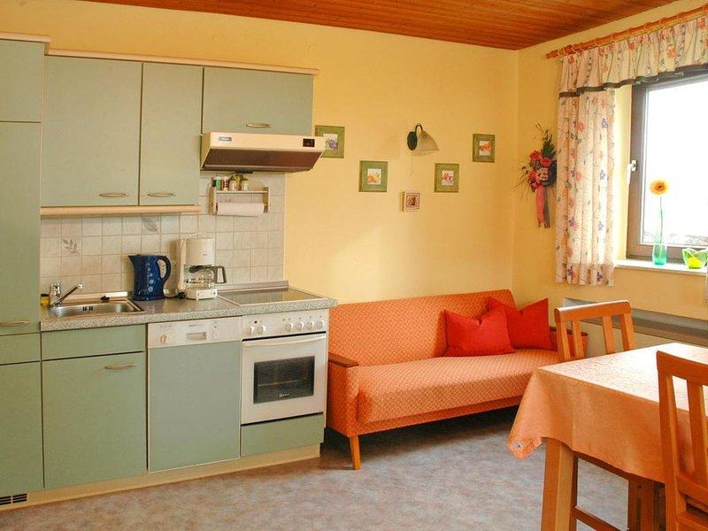 Komfortable Ferienwohnung mit 2 getrennten Schlafzimmern für bis zu 4 Personen, holiday rental in Deggendorf