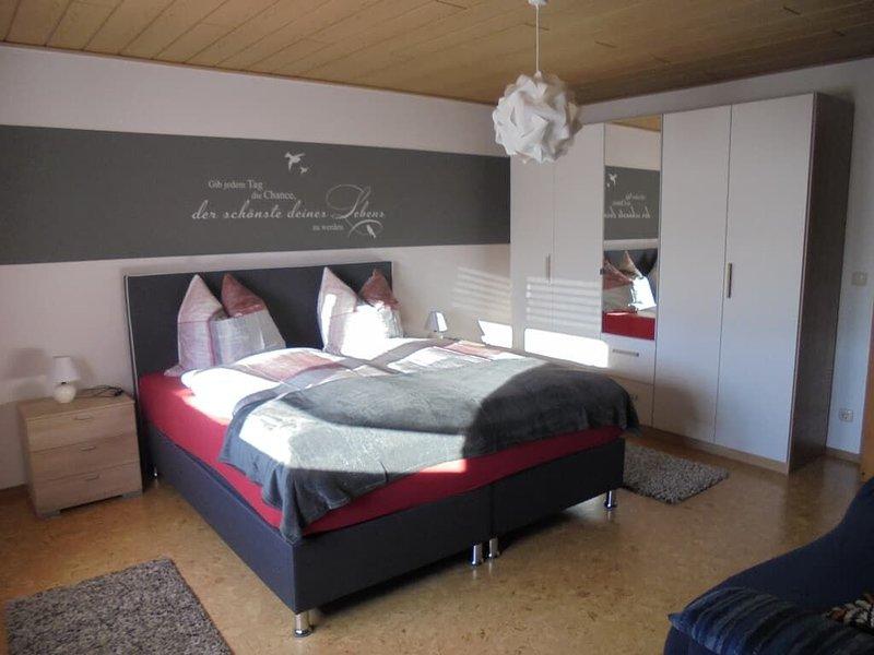 Wohlfühl Ferienwohnung für bis zu 3 Personen mit Boxspringbett inmitten wunderba, alquiler vacacional en Stamsried