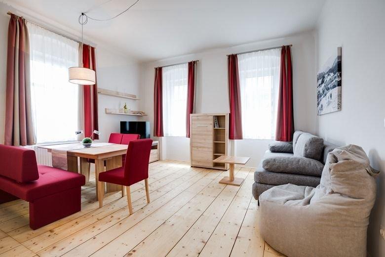 Entspannter Urlaub im historischen Ortskern von Mitterbach - 60 m2 großes Appart, vacation rental in Sankt Aegyd am Neuwalde