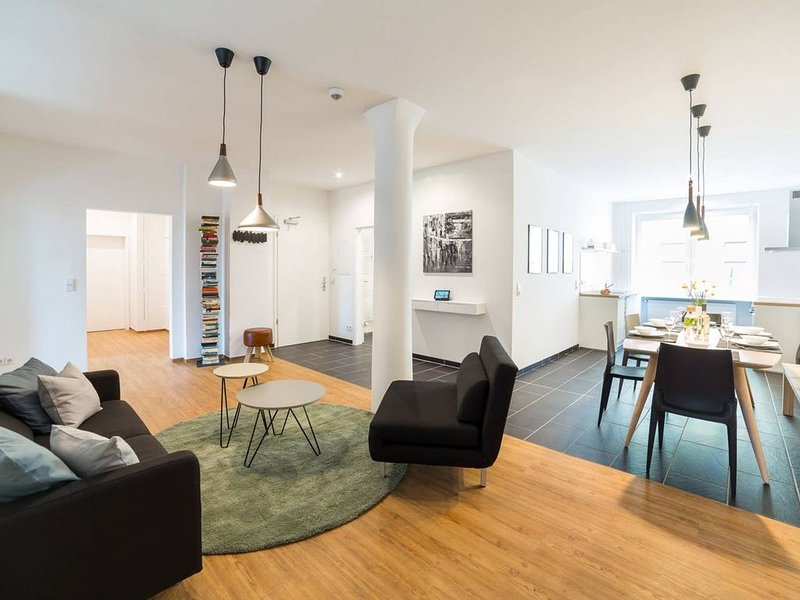 110 QM & 4 ZIMMER - DESIGN APARTMENT by BENSIMON (2), holiday rental in Berlin