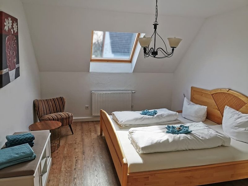 Gemütliche Ferienwohnung (83 qm) mit drei Schlafzimmern und Terrasse, holiday rental in Kelheim