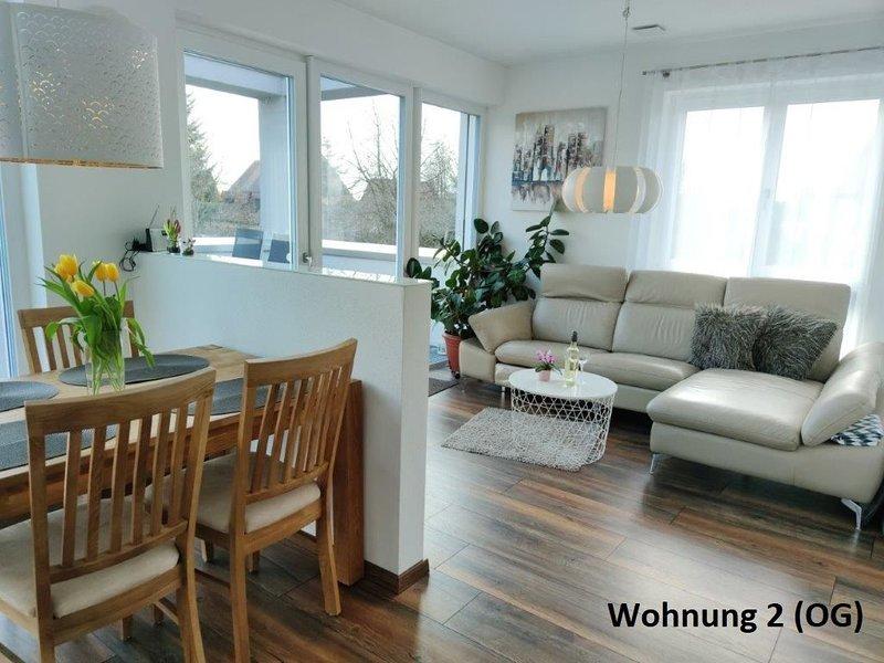 Modern eingerichtete Ferienwohnung mit Balkon, vacation rental in Zandt