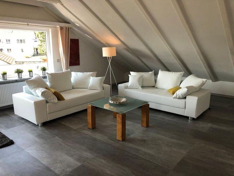 Ferienwohnung Fuchs, 85qm, Balkon, 2 Schlafzimmer, max. 6 Personen, alquiler vacacional en Radolfzell am Bodensee
