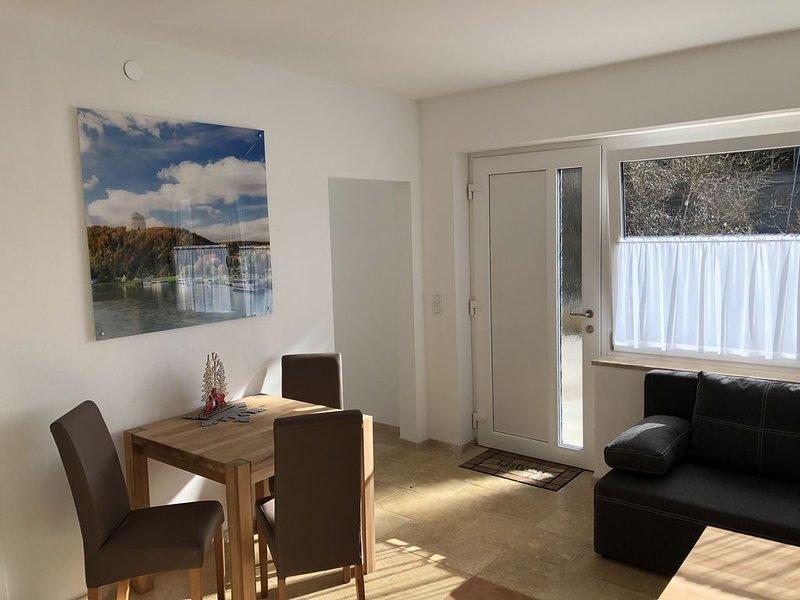 Moderne Ferienwohnung (45 m2) direkt am Donauufer mit kostenfreiem WLAN, holiday rental in Kelheim