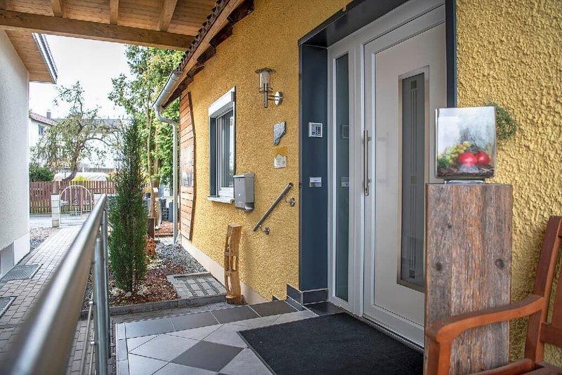 Liebevoll eingerichtete Ferienwohnung mit moderner Ausstattung und Terrasse, location de vacances à Waldthurn