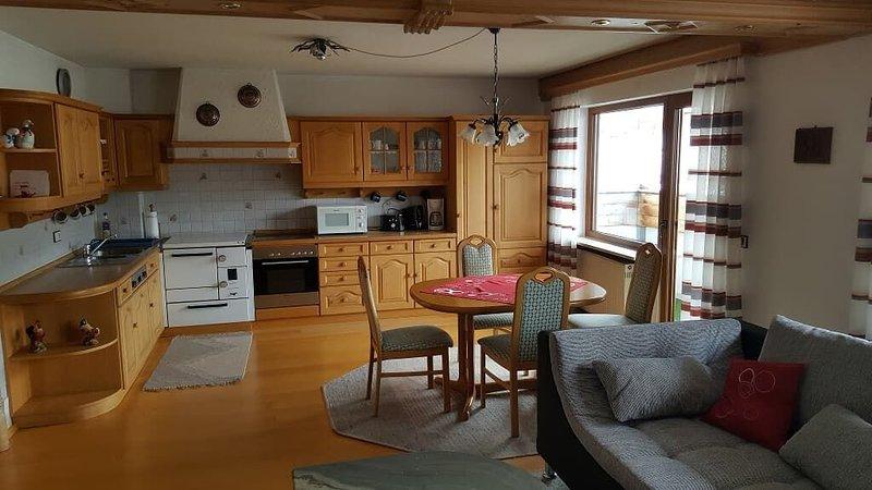 Geräumige Ferienwohnung mit separatem Eingang, Flachbild-TV und WLAN, holiday rental in Lohberg