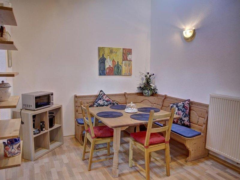 Ferienwohnung (55qm) mit Balkon und Garten, holiday rental in Deggendorf