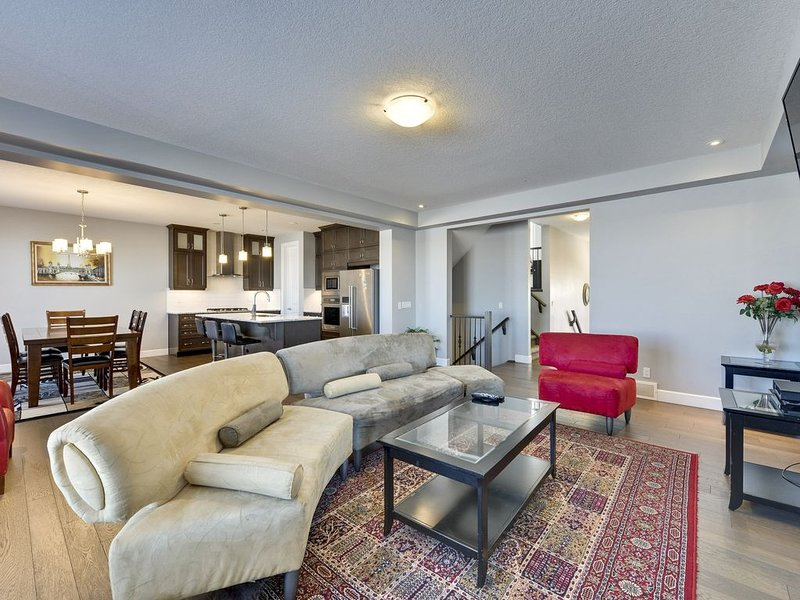 Visit and Relax at your Beautiful Home away from Home, holiday rental in Airdrie