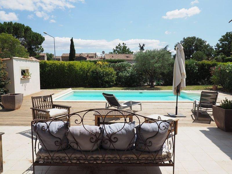 Magnifique Villa tout confort avec  4ch, belle piscine avec terrasse en bois., holiday rental in Sainte-Anastasie