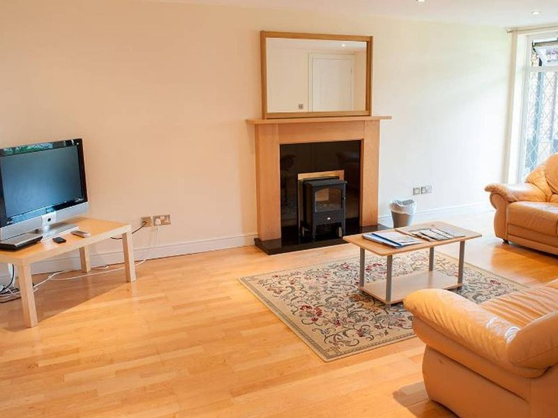 Cottage 2, Solent Reach Mews, Lymington, holiday rental in Keyhaven