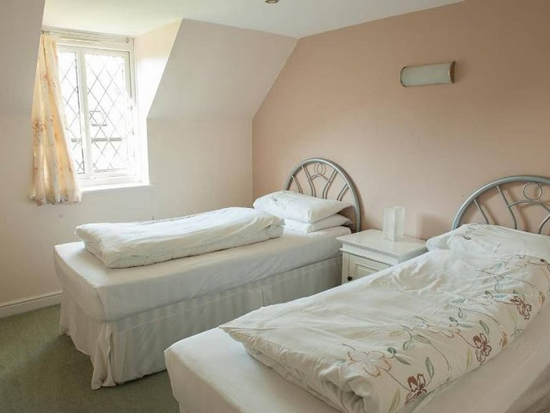 Cottage 4, Solent Reach Mews, Lymington, holiday rental in Keyhaven