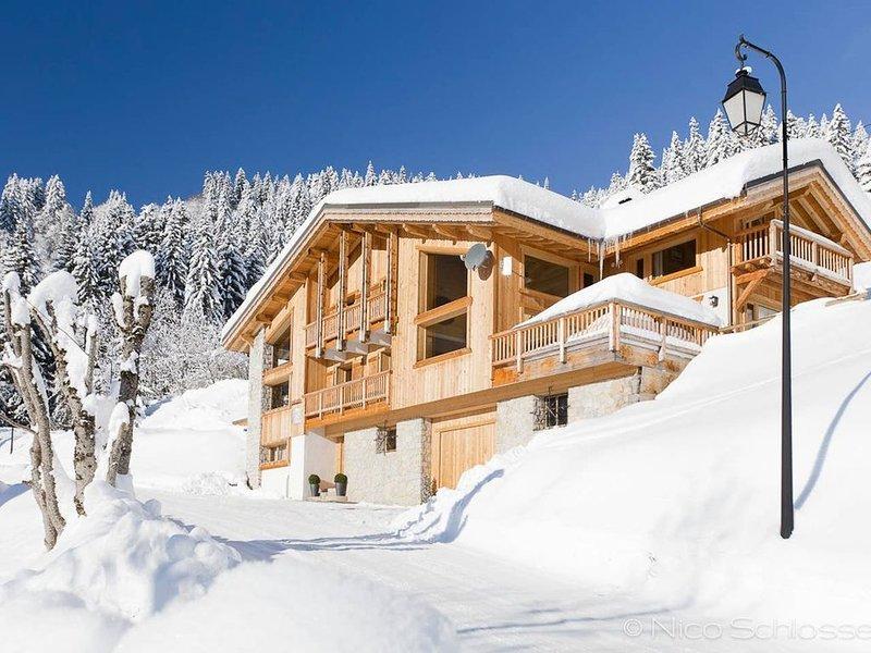A 350m de la télécabine Mont-Chéry, Chalet luxueux avec terrasse et Sauna, vacation rental in Les Gets