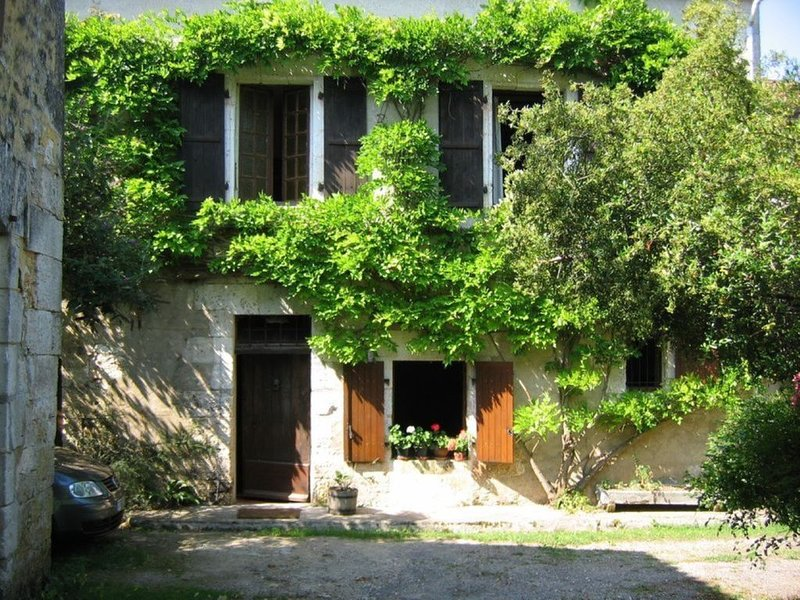 Charming old Water Mill in Dordogne, Le Moulin de Connezac is a place to pause, vacation rental in Mareuil