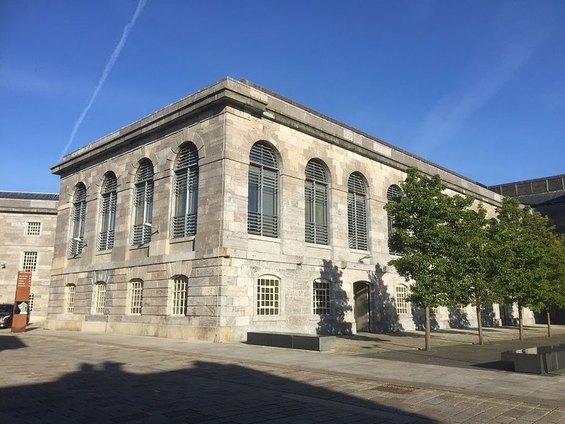ROYAL WILLIAM YARD STUDIO - SUPER LOCATION-FREE PARKING & WIFI, holiday rental in Torpoint