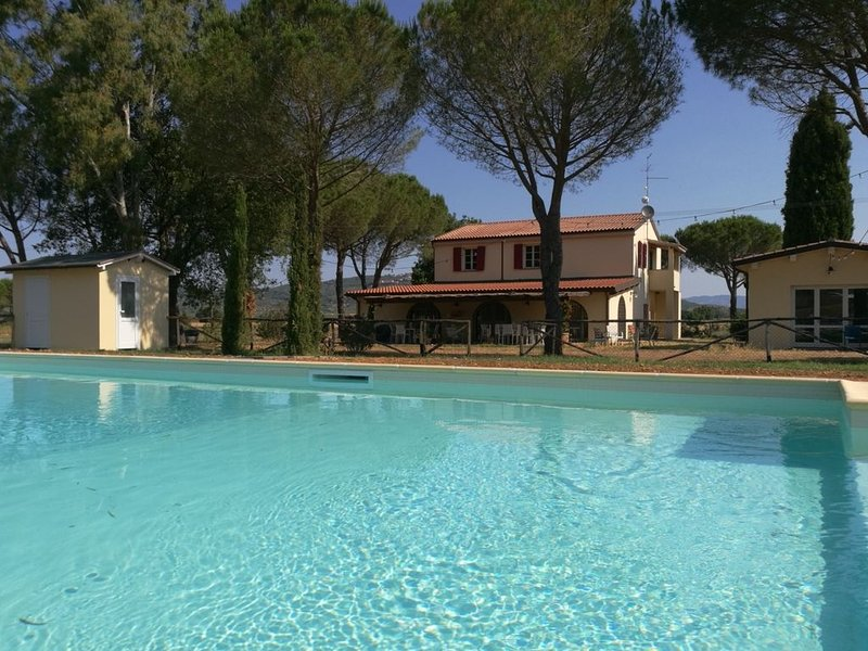 Ginestra - Gemütliche, helle Ferienwohnung mit Pool, großem Garten in Meernähe, holiday rental in Vetulonia