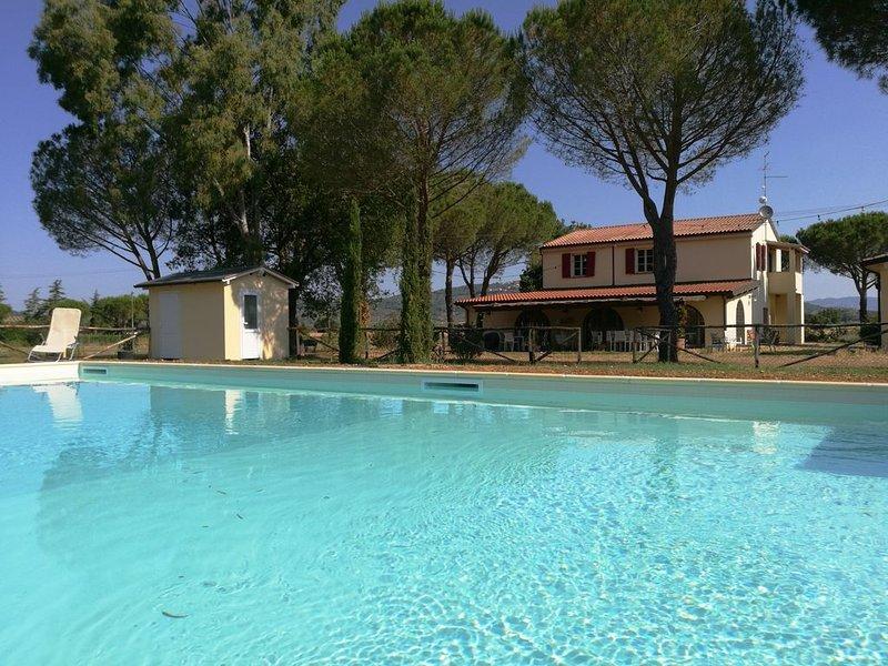 Girasole - Gemütliche, helle Ferienwohnung mit Pool, großem Garten in Meernähe, holiday rental in Vetulonia