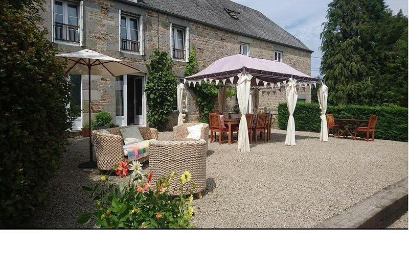 Family suite - Normandy Countryside Chambre D'Hote, casa vacanza a Tessy-sur-Vire