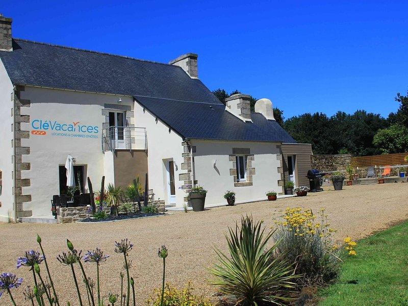 Grande Maison de Vacances 4 étoiles au Calme en Campagne, alquiler de vacaciones en Poullaouen