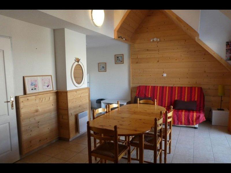 Spacieux appartement en duplex pour 8 personnes à Réallon station, holiday rental in Reallon