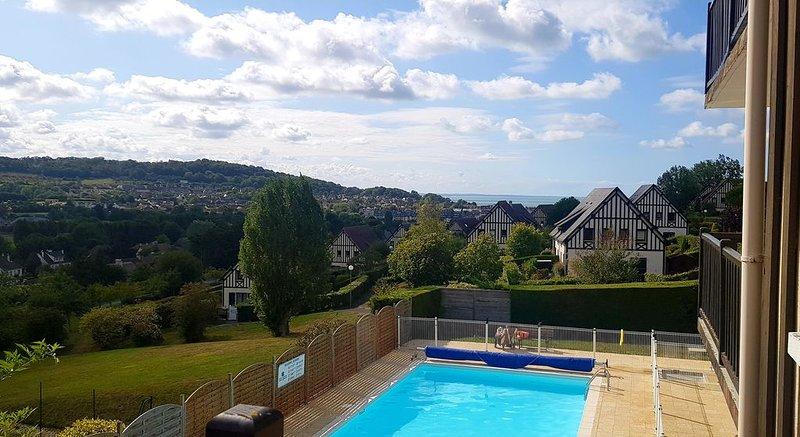 Appartement vue sur mer avec piscine et tennis, location de vacances à Dozulé