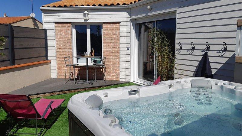 Maison avec jacuzzi proche du Puy du Fou, holiday rental in Chavagnes-les-Redoux