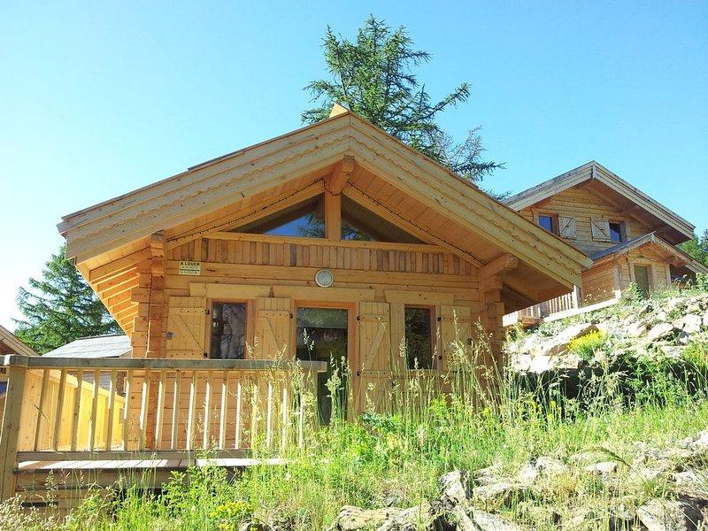 Authentique Chalet bois massif traditionnel, location de vacances à Jausiers